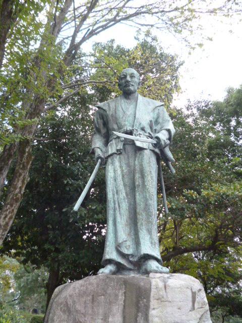 宮元武蔵の像