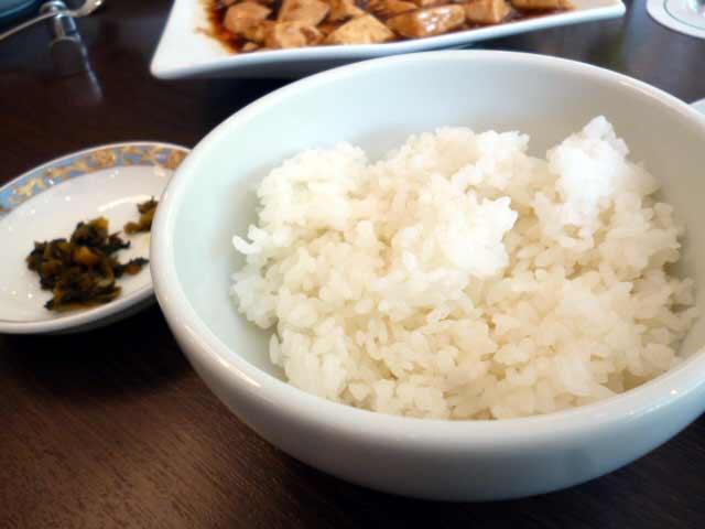 ごはんと高菜炒め。