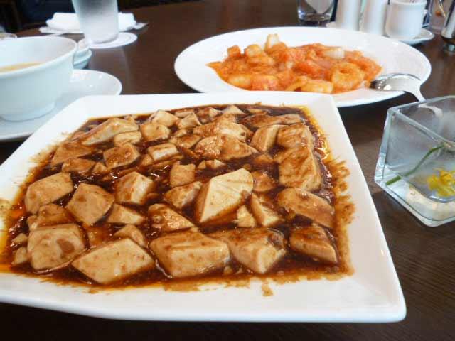 麻婆豆腐とエビのチリソース煮