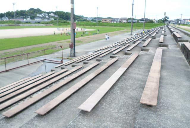 サッカー場のベンチ