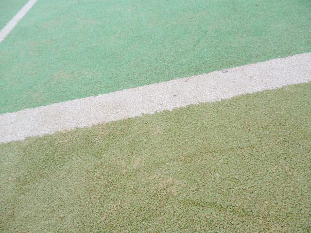 テニス 壁打ち 人工芝