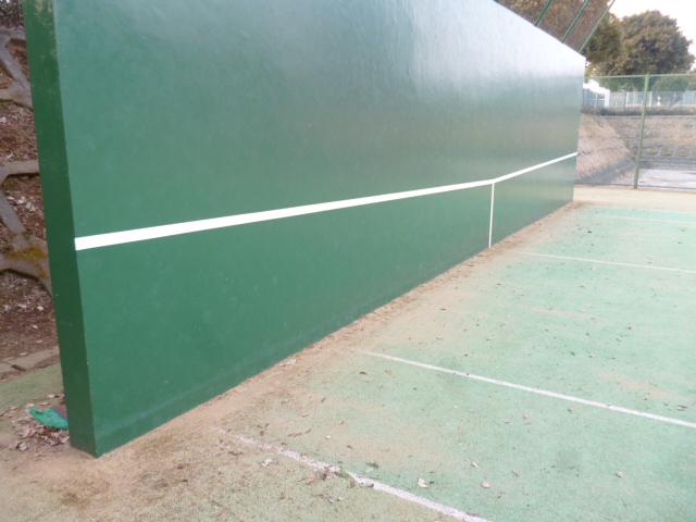 テニス壁打ちの壁