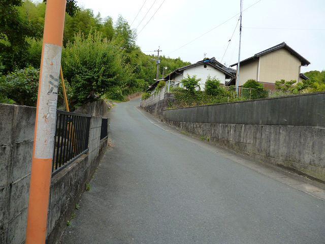 神園山への道細