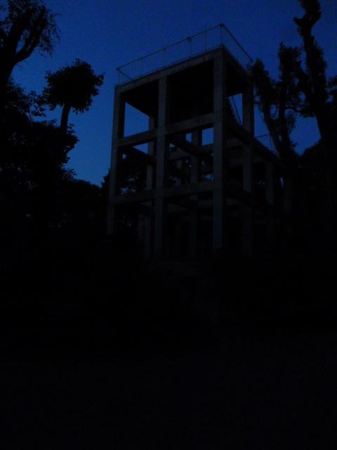 神園山の山頂 廃墟(夜)