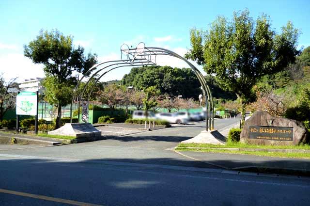 蛇ケ谷公園テニスコート入り口