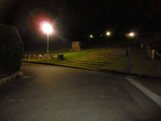 夜の祈りの丘記念公園1