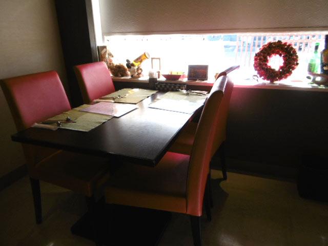 お洒落なテーブル席