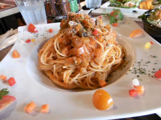 完熟トマトと挽肉の日替りパスタ