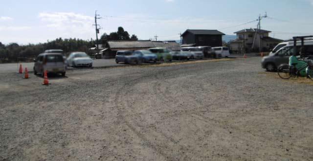 お店裏の駐車場