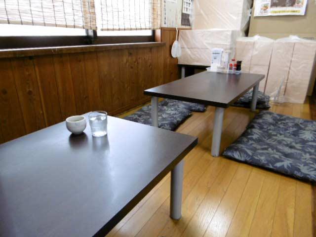 まつや食堂 お座敷テーブル