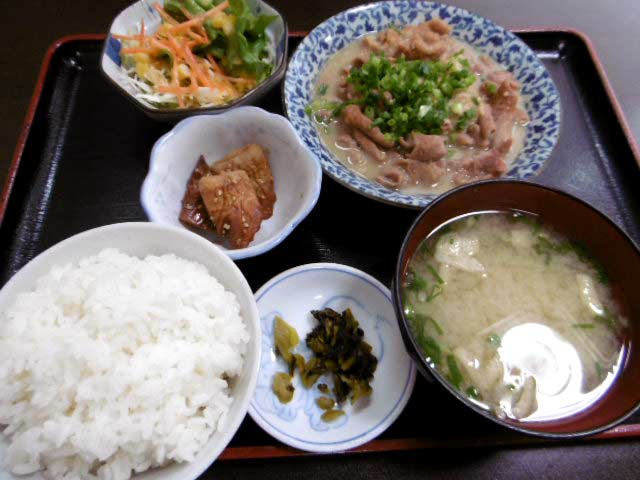 ホルモン定食 ¥700