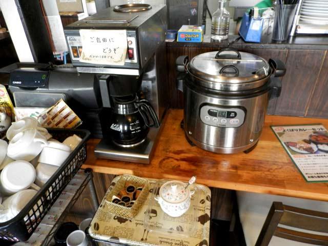 スープとコーヒー セルフサービス