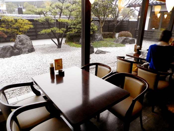蔵人珈琲 テーブル席