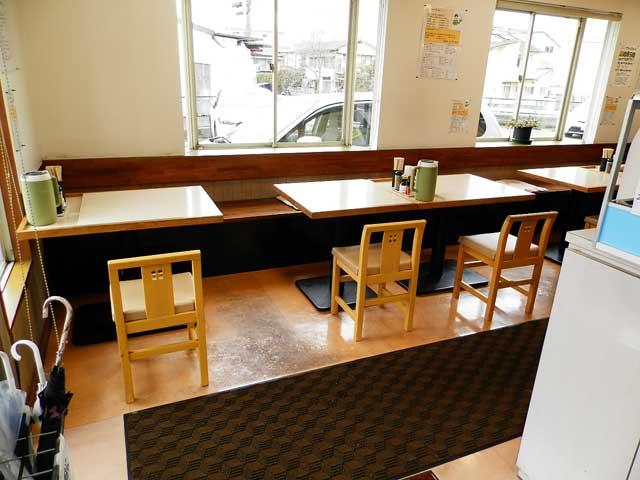 銀シャリ亭 テーブル